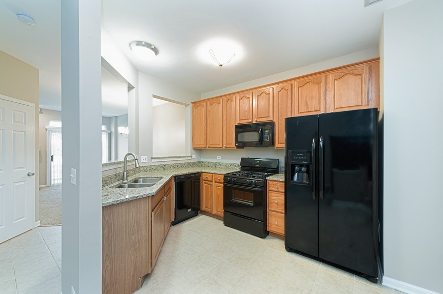 Real Estate Photography - 76 Keenland, Grayslake, IL, 60030 - Kitchen