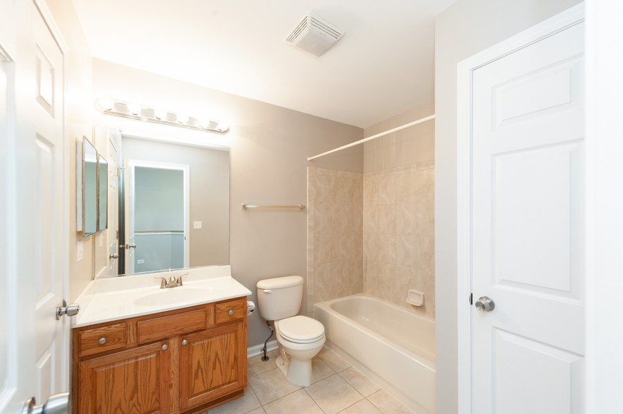 Real Estate Photography - 76 Keenland, Grayslake, IL, 60030 - 2nd Bathroom