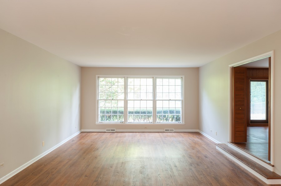 Real Estate Photography - 635 Carlisle Ave, Deerfield, IL, 60015 - Living Room