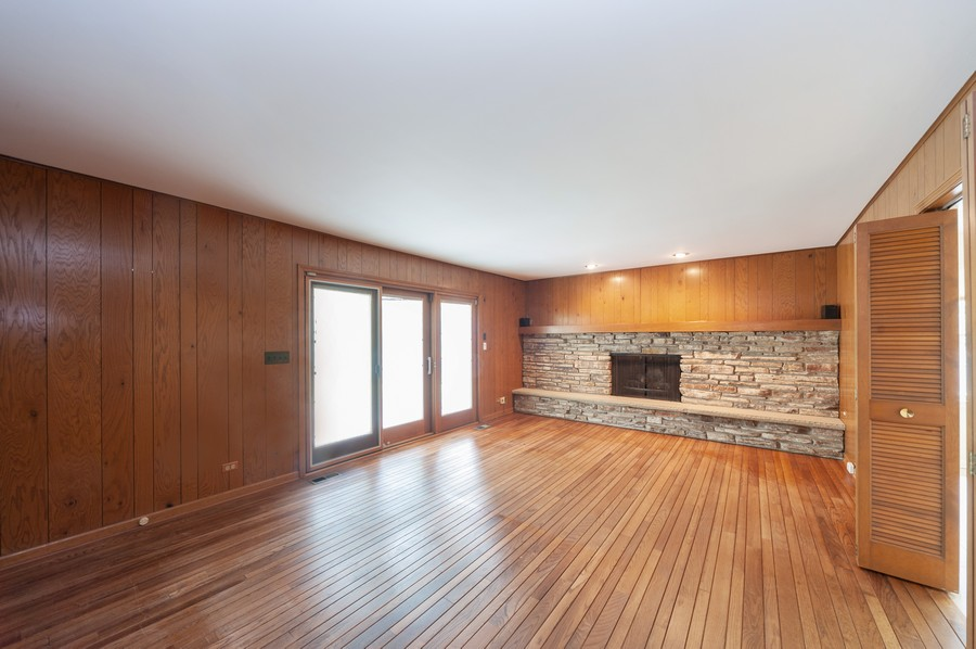 Real Estate Photography - 635 Carlisle Ave, Deerfield, IL, 60015 - Family Room