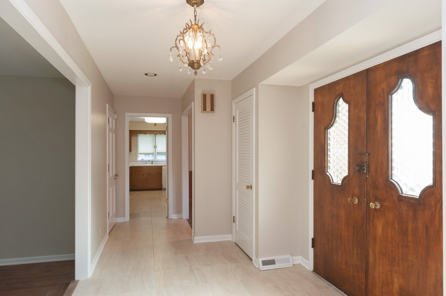 Real Estate Photography - 635 Carlisle Ave, Deerfield, IL, 60015 - Foyer