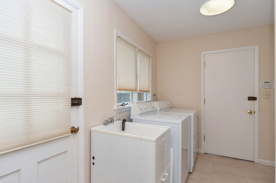 Real Estate Photography - 635 Carlisle Ave, Deerfield, IL, 60015 - Laundry Room