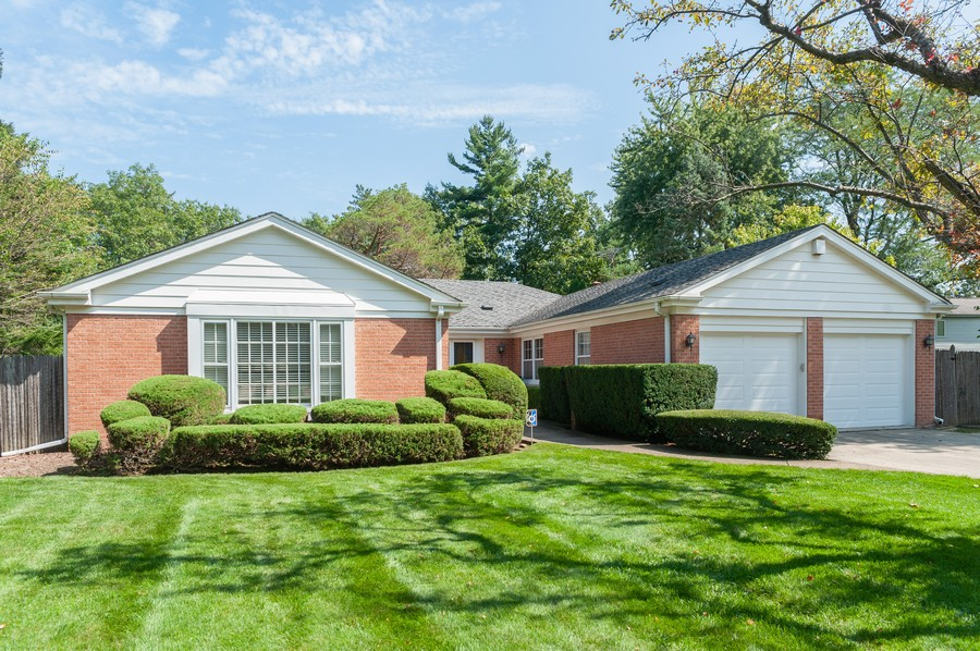 Real Estate Photography - 635 Carlisle Ave, Deerfield, IL, 60015 - Front View