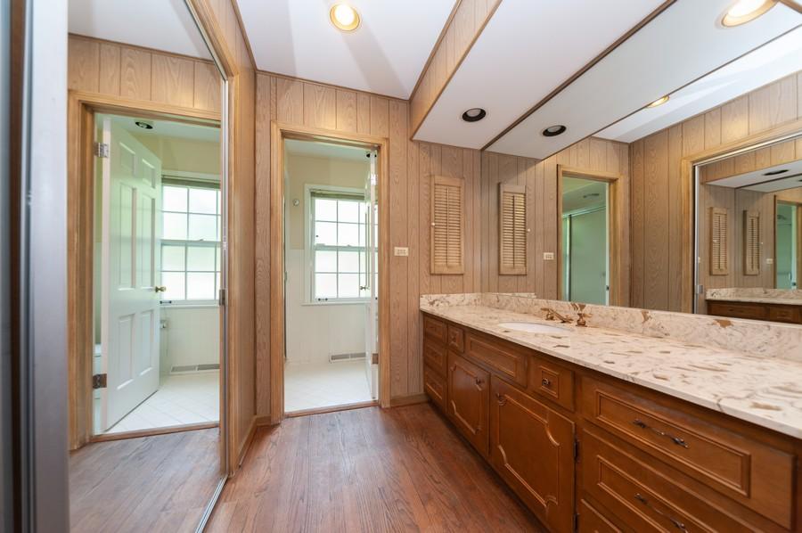 Real Estate Photography - 635 Carlisle Ave, Deerfield, IL, 60015 - Bathroom