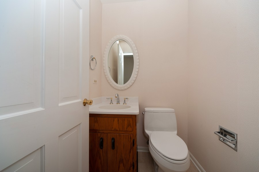 Real Estate Photography - 635 Carlisle Ave, Deerfield, IL, 60015 - 2nd Bathroom