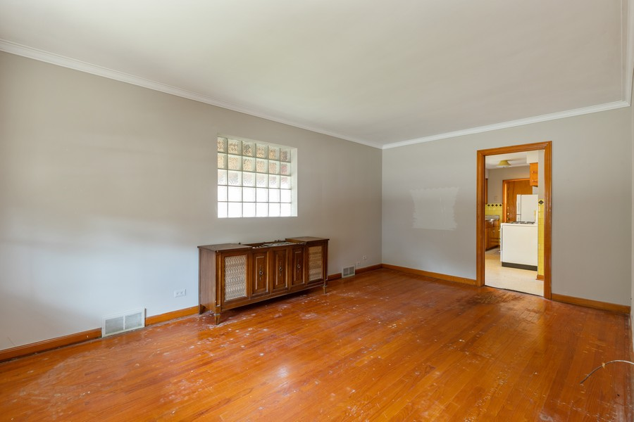 Real Estate Photography - 6416 W Pershing, Berwyn, IL, 60402 - Living Room