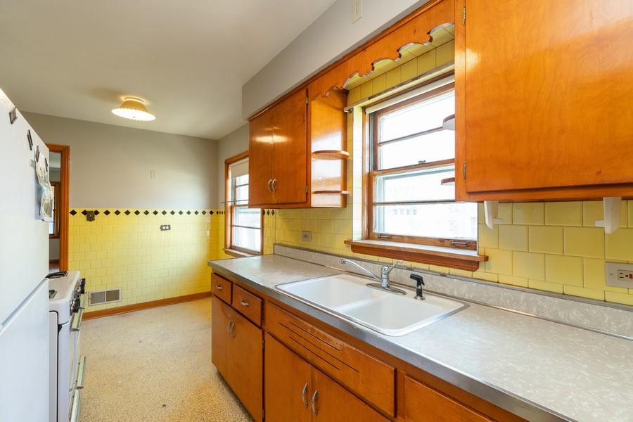 Real Estate Photography - 6416 W Pershing, Berwyn, IL, 60402 - Kitchen