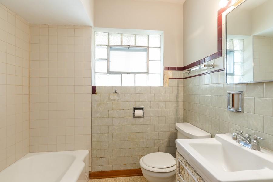 Real Estate Photography - 6416 W Pershing, Berwyn, IL, 60402 - Bathroom