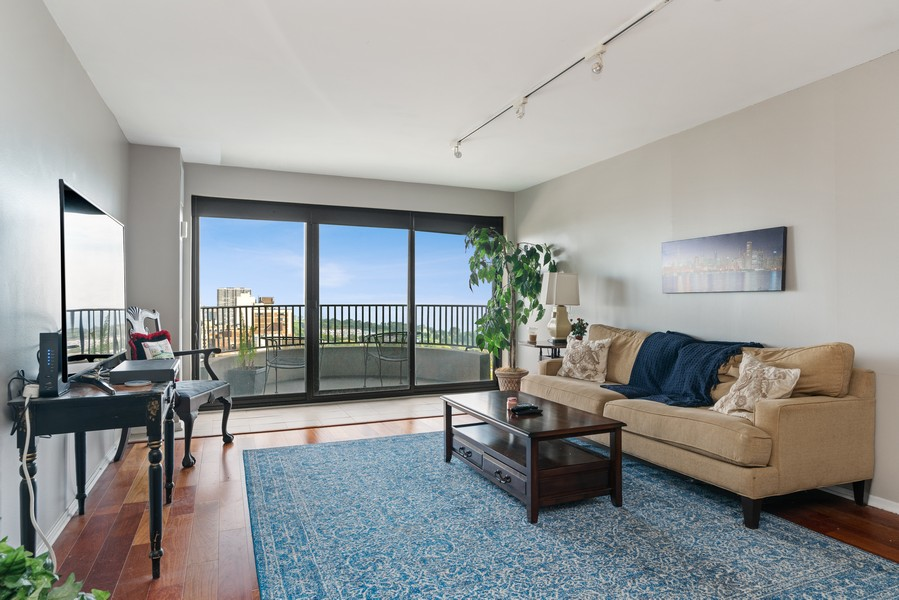 Real Estate Photography - 2020 N Lincoln Park West 26D, Chicago, IL, 60614 - Living Room