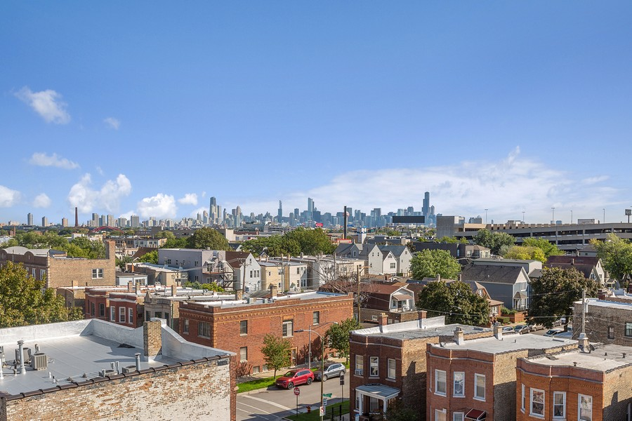 Real Estate Photography - 2514 W. Diversey, Chicago, IL, 60647 - City View