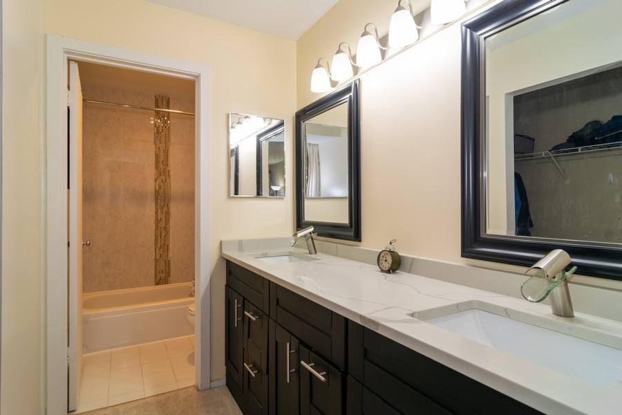Real Estate Photography - 1931 Prairie Square 223, Schaumburg, IL, 60173 - Master Bathroom