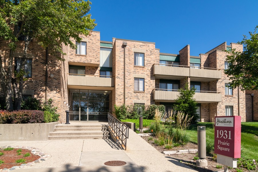 Real Estate Photography - 1931 Prairie Square 223, Schaumburg, IL, 60173 - Front View