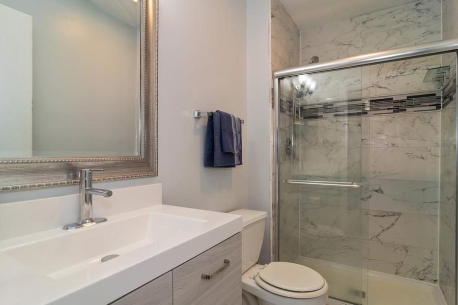 Real Estate Photography - 1931 Prairie Square 223, Schaumburg, IL, 60173 - Bathroom
