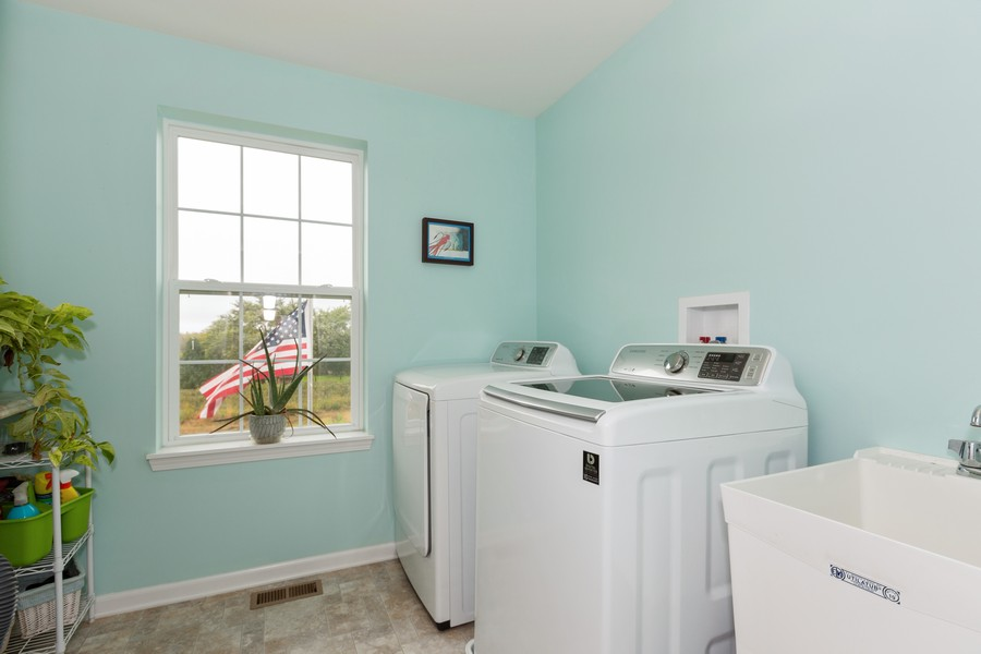 Real Estate Photography - 13705 Ann Drive, Lemont, IL, 60439 - Laundry Room
