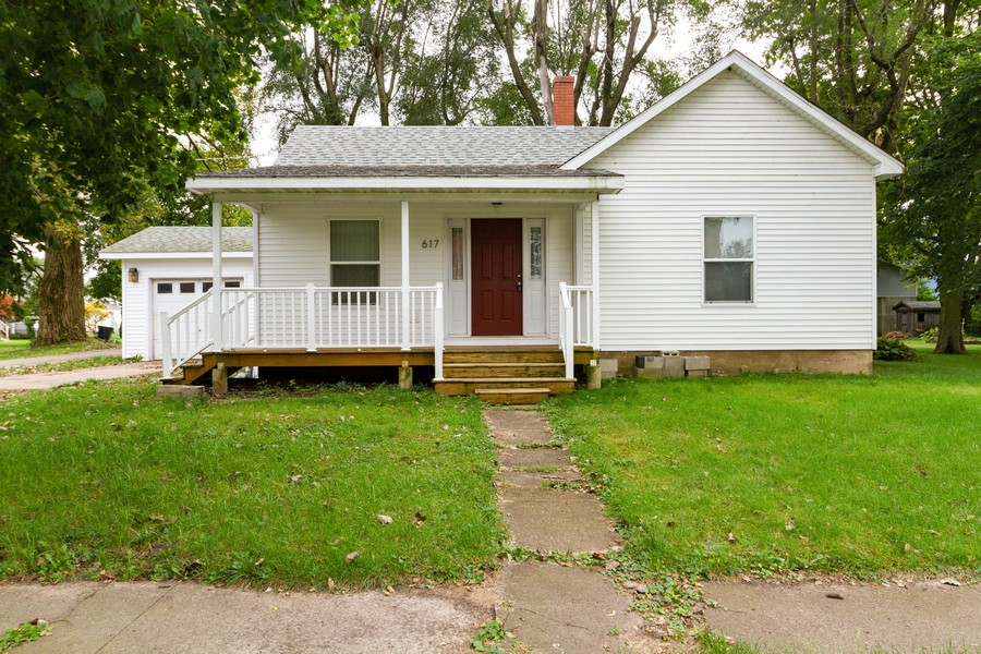 Real Estate Photography - 617 W River St, Momence, IL, 60954 - Front View