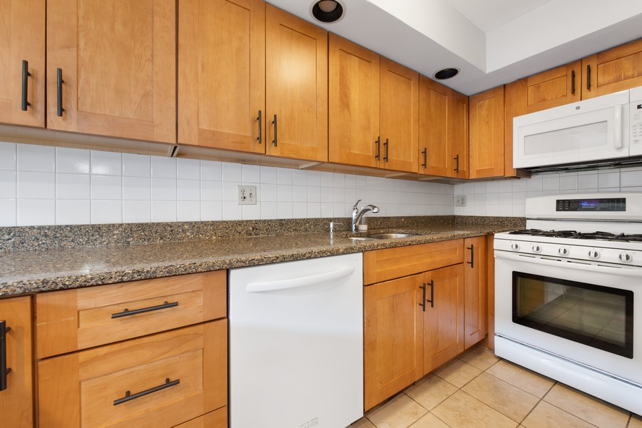 Real Estate Photography - 1648 N. Burling, #D, Chicago, IL, 60614 - Kitchen
