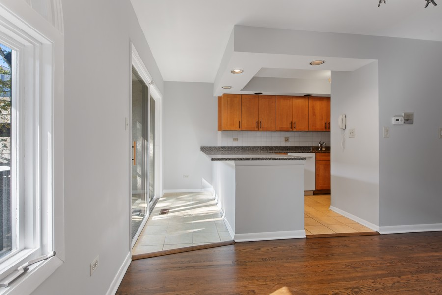 Real Estate Photography - 1648 N. Burling, #D, Chicago, IL, 60614 - Kitchen / Dining Room