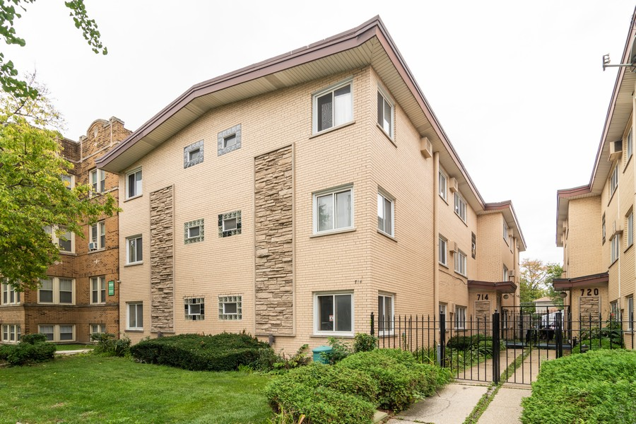 Real Estate Photography - 714 N. Austin, 1NE (aka Unit 204), Oak Park, IL, 60302 - Front View