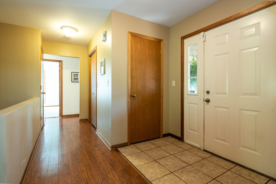 Real Estate Photography - 803 Surrey Lane, Algonquin, IL, 60102 - Foyer