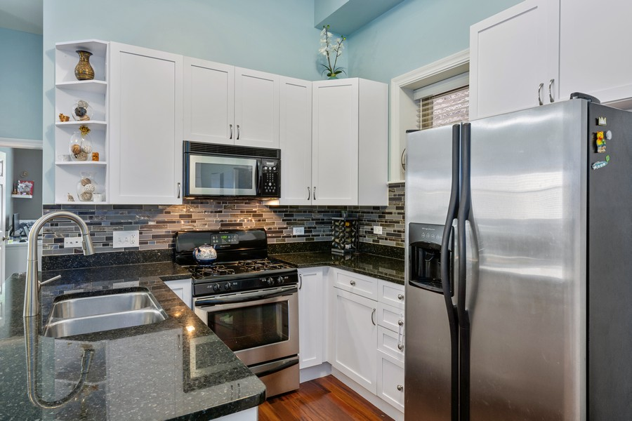 Real Estate Photography - 1540 N Claremont, 1E, Chicago, IL, 60622 - Kitchen