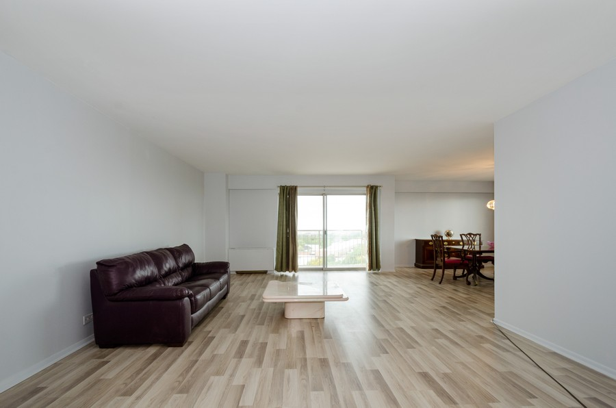 Real Estate Photography - 7141 N Kedzie, Unit 1516, Chicago, IL, 60645 - Living Room