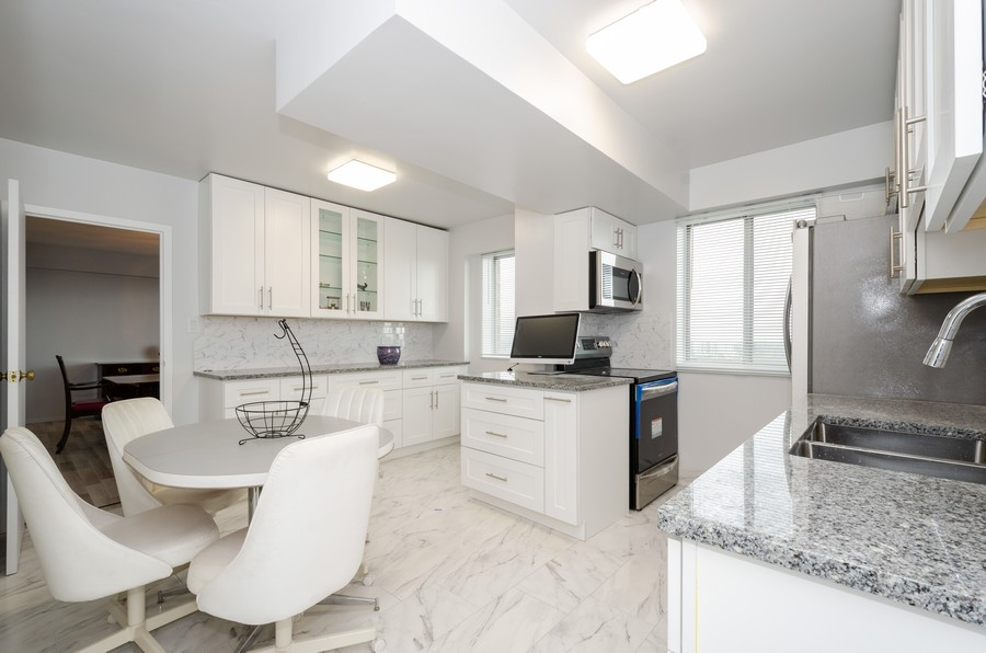 Real Estate Photography - 7141 N Kedzie, Unit 1516, Chicago, IL, 60645 - Kitchen / Breakfast Room