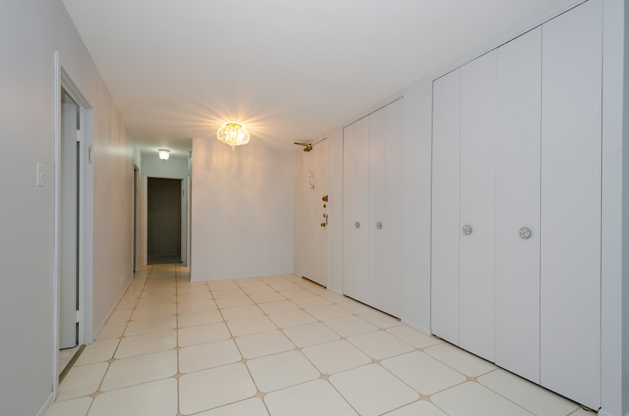 Real Estate Photography - 7141 N Kedzie, Unit 1516, Chicago, IL, 60645 - Foyer