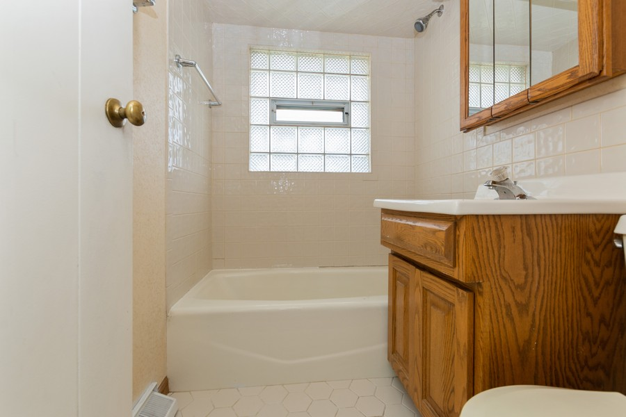 Real Estate Photography - 8759 S Duffy, Hometown, IL, 60456 - Bathroom