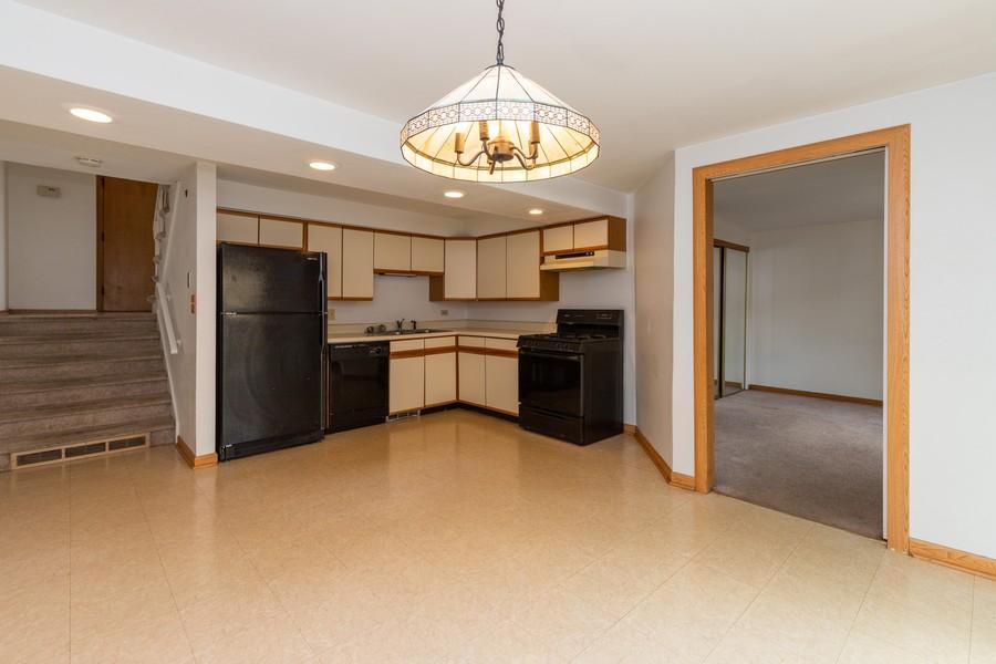 Real Estate Photography - 918 N. Milwaukee Ave Unit D, Libertyville, IL, 60048 - Kitchen