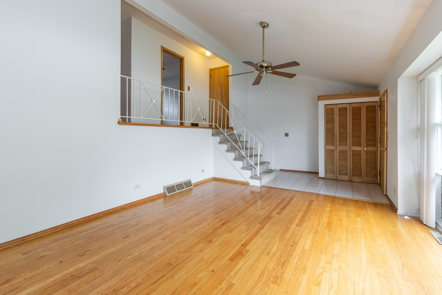 Real Estate Photography - 918 N. Milwaukee Ave Unit D, Libertyville, IL, 60048 - Family Room
