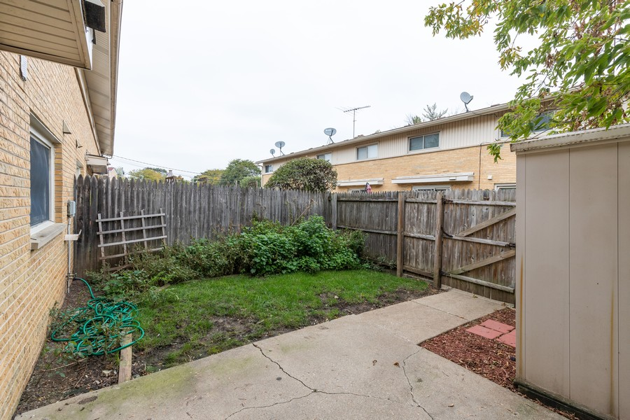 Real Estate Photography - 918 N. Milwaukee Ave Unit D, Libertyville, IL, 60048 - Patio