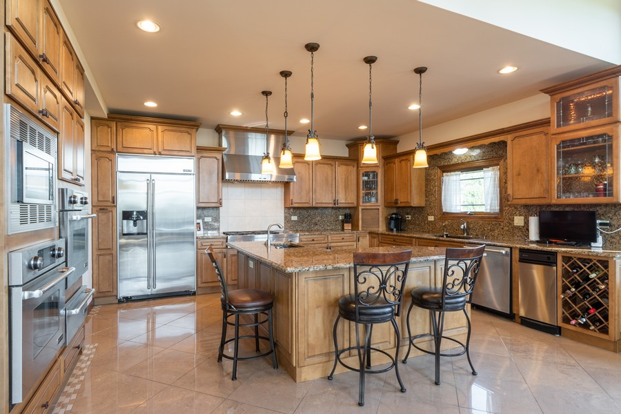 Real Estate Photography - 5336 175th Street, Tinley Park, IL, 60477 - Kitchen