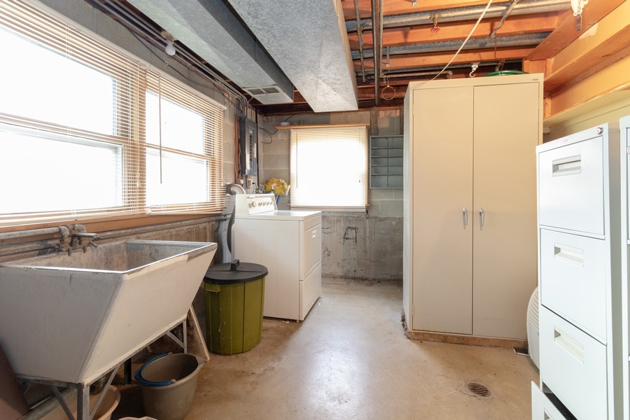 Real Estate Photography - 16609 School Street, South Holland, IL, 60473 - Laundry Room
