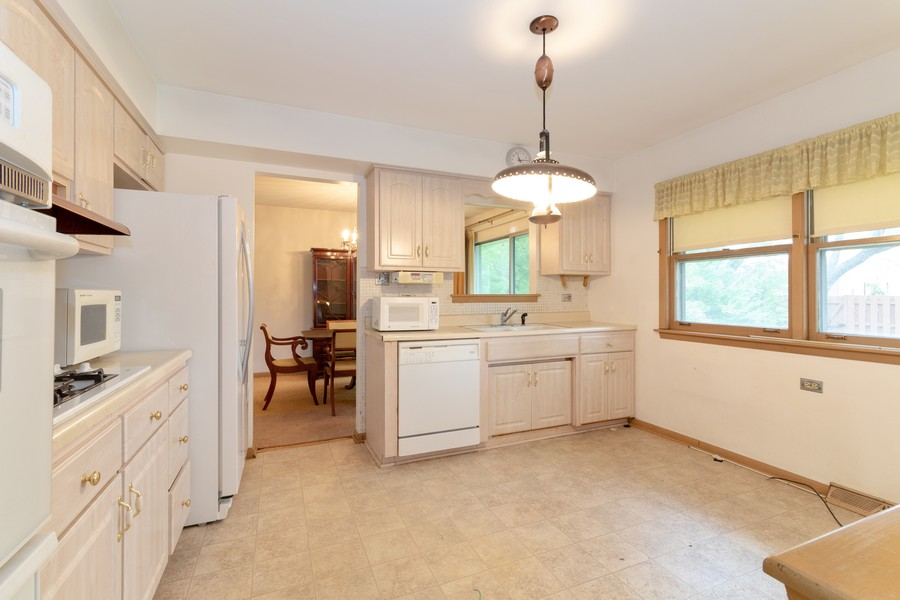 Real Estate Photography - 16609 School Street, South Holland, IL, 60473 - Kitchen