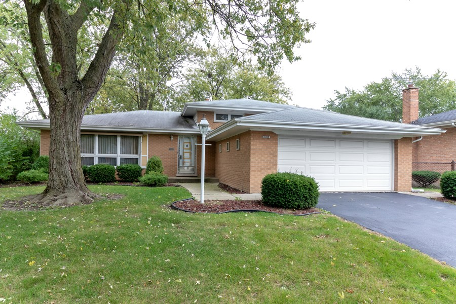 Real Estate Photography - 16609 School Street, South Holland, IL, 60473 - Front View