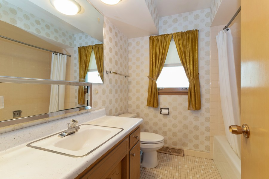 Real Estate Photography - 16609 School Street, South Holland, IL, 60473 - Bathroom