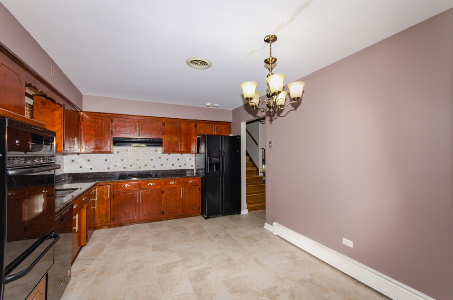 Real Estate Photography - 924 E. 169th Street, South Holland, IL, 60473 - Kitchen