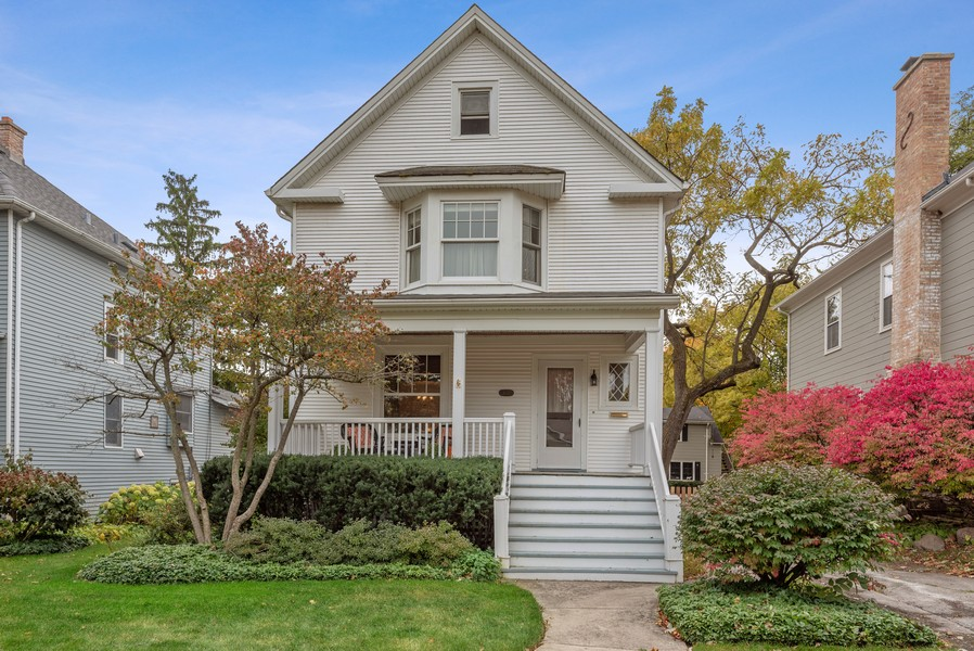 Real Estate Photography - 1621 Lake Ave., Wilmette, IL, 60091 - Front View