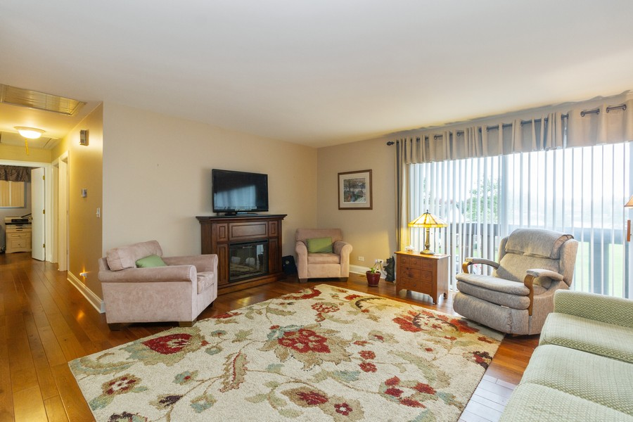 Real Estate Photography - 7716 W Grovewood Ln., Frankfort, IL, 60423 - Living Room