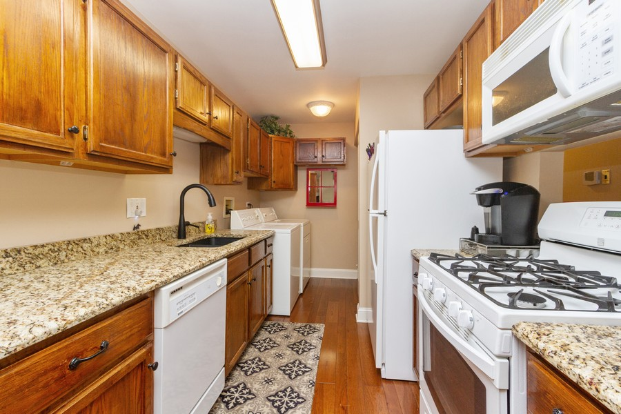 Real Estate Photography - 7716 W Grovewood Ln., Frankfort, IL, 60423 - Kitchen