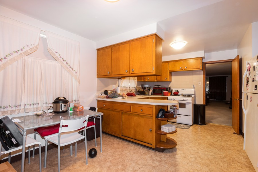 Real Estate Photography - 8133 South Prairie Avenue, Chicago, IL, 60619 - Kitchen / Breakfast Room