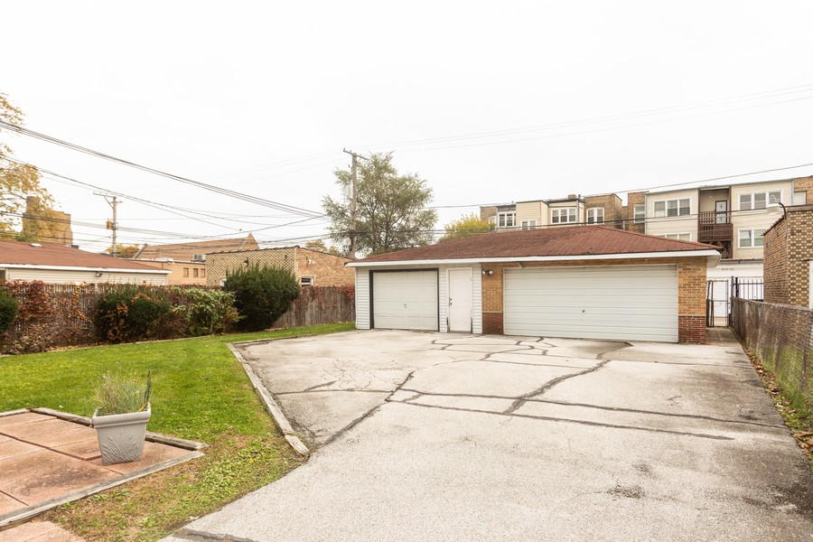 Real Estate Photography - 8133 South Prairie Avenue, Chicago, IL, 60619 - Garage