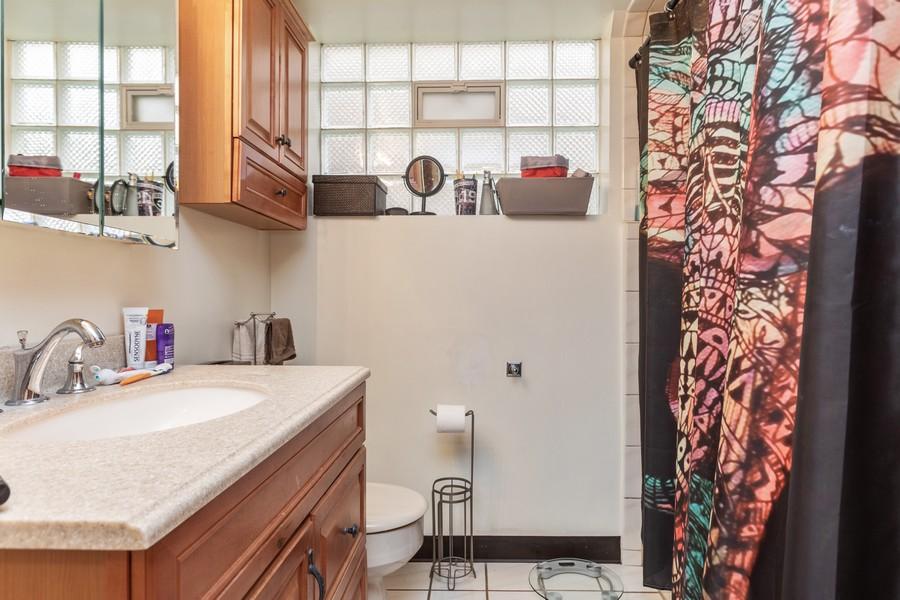 Real Estate Photography - 8133 South Prairie Avenue, Chicago, IL, 60619 - Bathroom