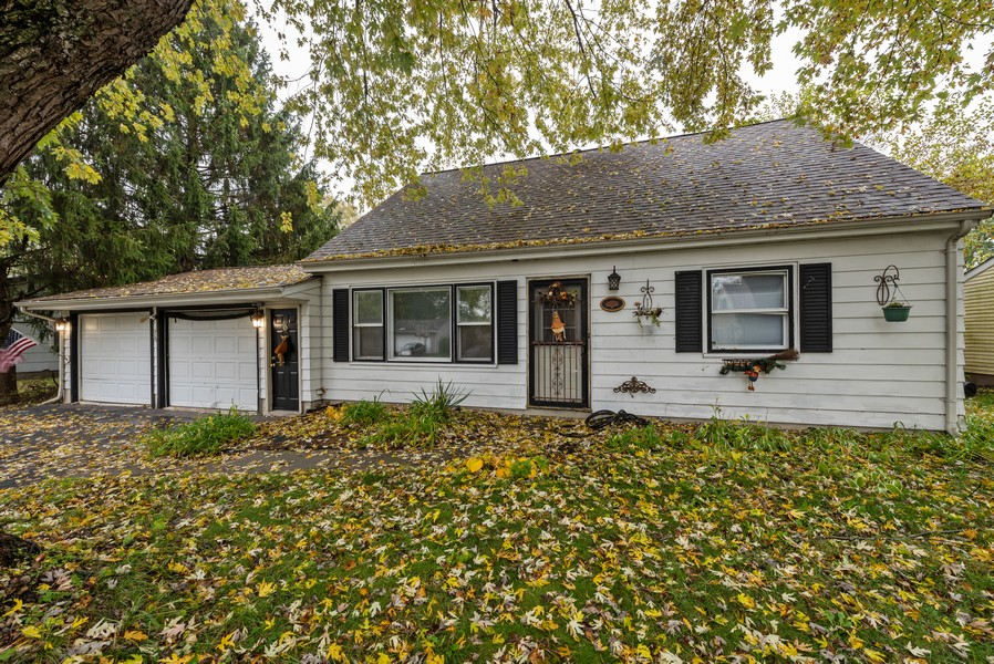 Real Estate Photography - 765 Governor Rd, Valparaiso, IN, 46385 - Front View