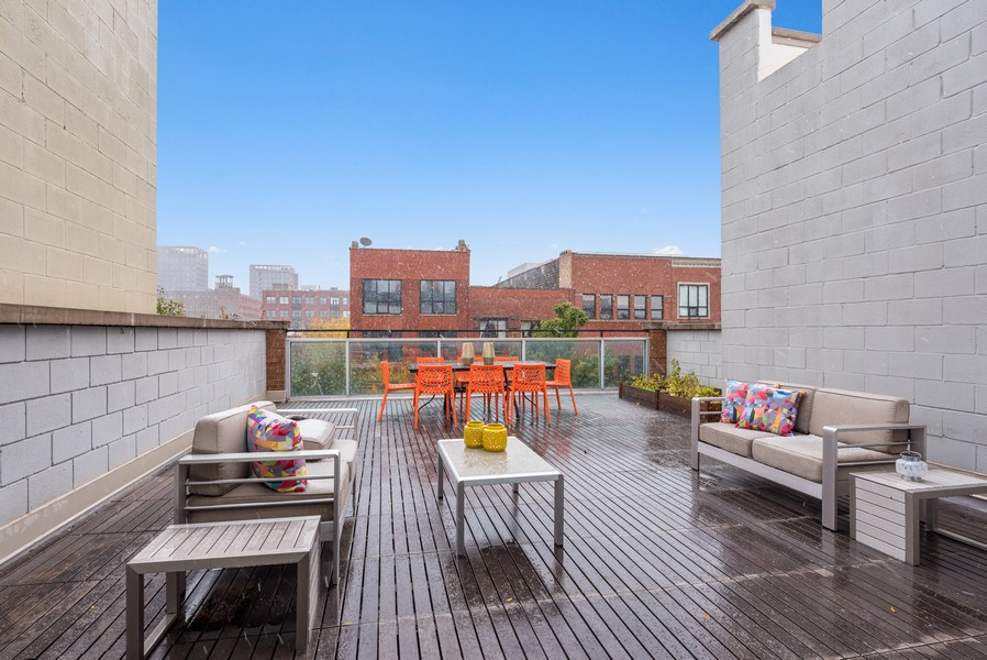 Real Estate Photography - 1012 W Lake St #2, Chicago, IL, 60607 - Terrace