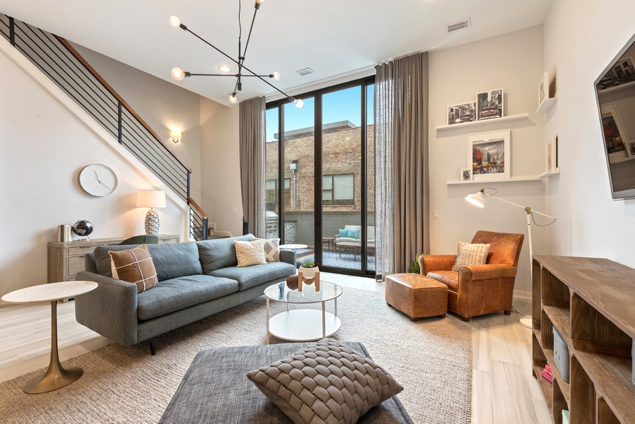 Real Estate Photography - 1012 W Lake St #2, Chicago, IL, 60607 - Family Room