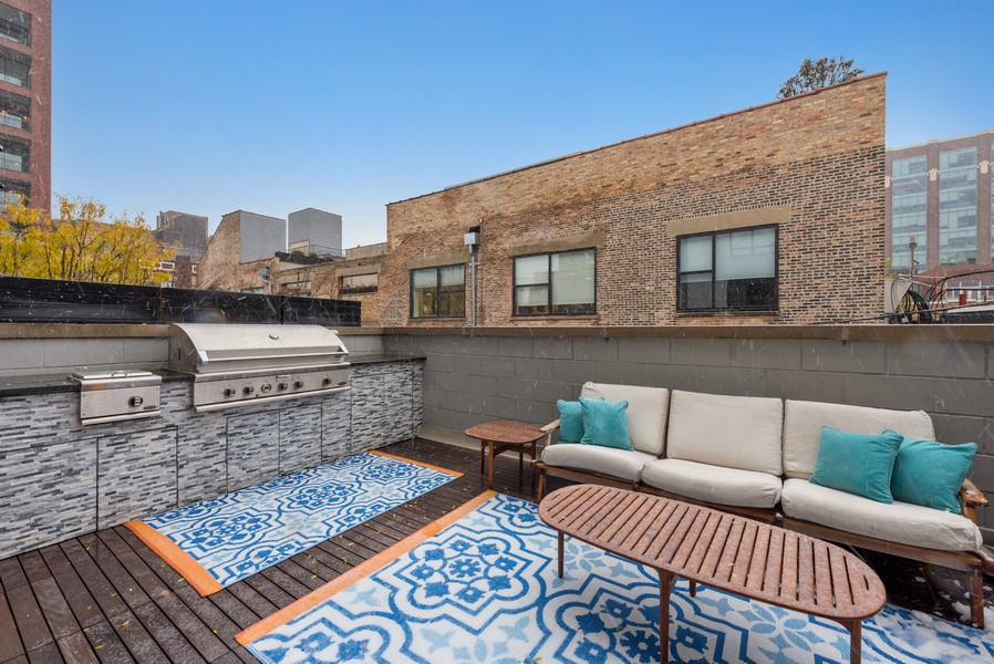 Real Estate Photography - 1012 W Lake St #2, Chicago, IL, 60607 - Deck