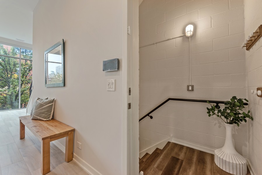 Real Estate Photography - 1012 W Lake St #2, Chicago, IL, 60607 - Entryway