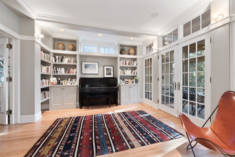 Real Estate Photography - 892 Valley Rd, Glencoe, IL, 60022 - Library