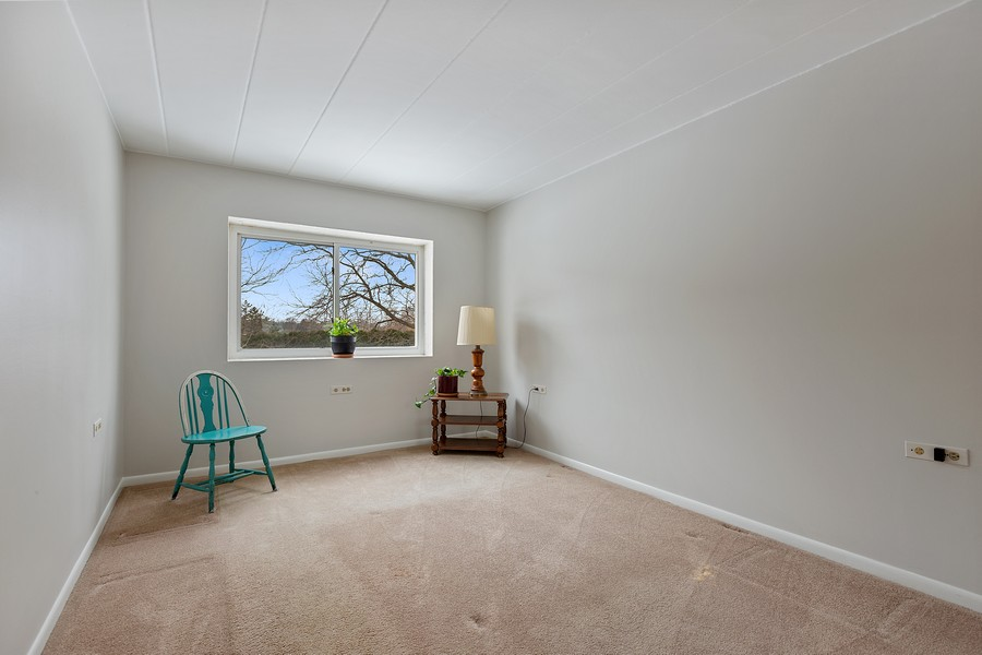 Real Estate Photography - 5540 Walnut Ave, 7C, Downers Grove, IL, 60515 - Master Bedroom